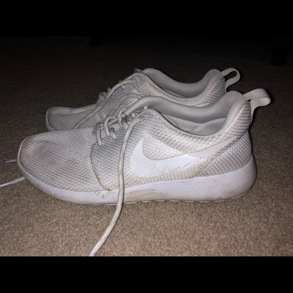 low priced 22277 6da67 White Nike Roshes